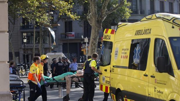 Un testigo del ataque en Barcelona: «Conducía haciendo 'eses', atropellando todo lo que podía»