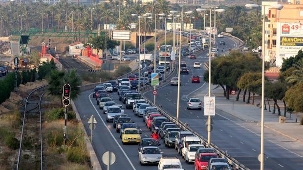 Iamgen de archivo de una carretera de Alicante