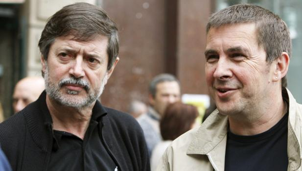 Rafa Díez (i), junto a Arnaldo Otegui