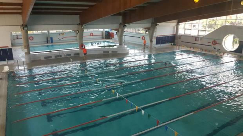 una piscina cubierta de paterna implanta un sistema