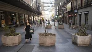 Calle de Preciados de Madrid, una de las vías comerciales más concurridas de la capital, donde se han colocado jardineras para evitar el tránsito de vehículos