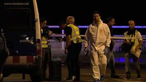 Los terroristas de Cambrils simulaban llevar cinturones con explosivos y cuchillos, con lo que los Mossos investigan si pretendían cometer un atentado apuñalando a varias personas