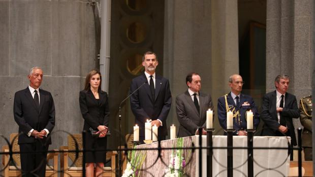 Los Reyes presiden la misa por las víctimas en la Sagrada Familia