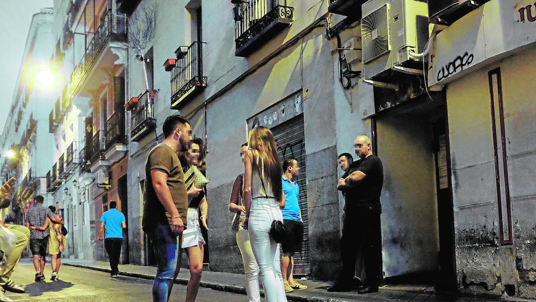 Los vecinos de Chueca denuncian la «dejadez» del Ayuntamiento de ...