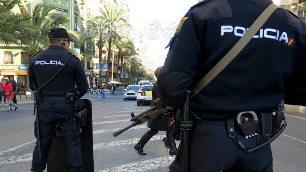 Las autoridades han abierto fuego como advertencia en su huida