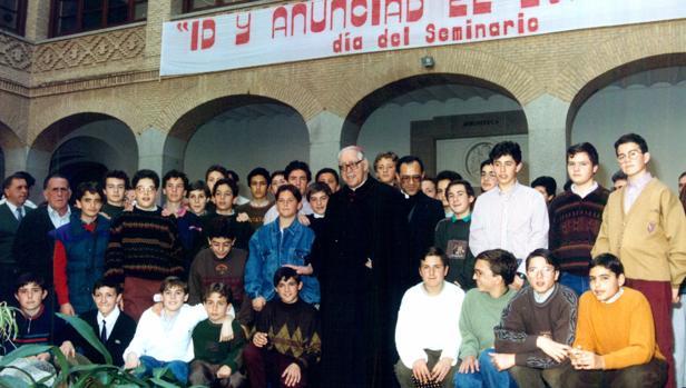 Ddn Marcelo con alumnos del Seminario Menor