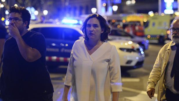 La alcaldesa de Barcelona, Ada Colau, tras el atentado