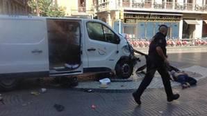 La furgoneta con la que Younes Abouyaqooub atropelló a más de un centenar de personas en Barcelona