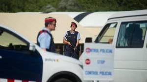 Control de los Mossos a la entrada de Ripoll, el pueblo donde residían los terroristas del 17-A