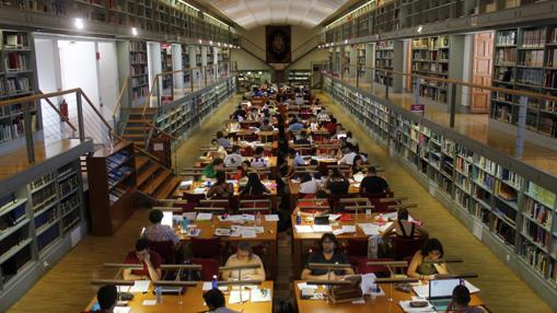 Sala de lectura de la Biblioteca de Castilla-La Mancha, en el Alcázar de Toledo