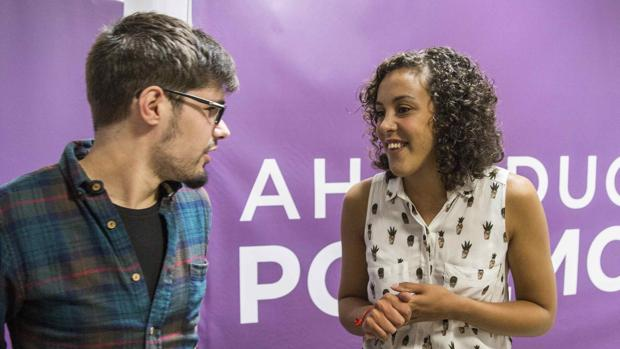 Nagua Alba conversa con el parlamentario vasco Lander Martínez