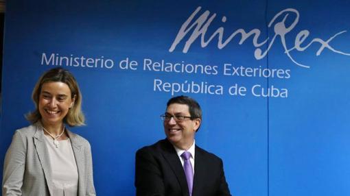 Bruno Rodríguez firma la normalización de las relaciones entre Cuba y la UE