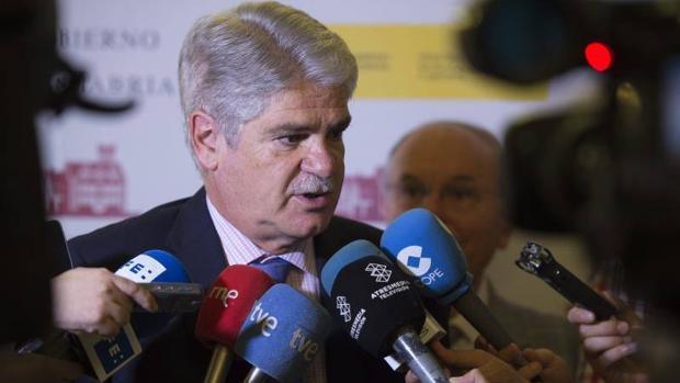 El ministro de Asuntos Exteriores, Alfonso Dastis, ante los medios de comunicación