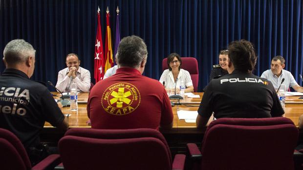 Reunión de la alcaldesa de Pozuelo, Susana Pérez, con miembros de la Policía Nacional y Municipal