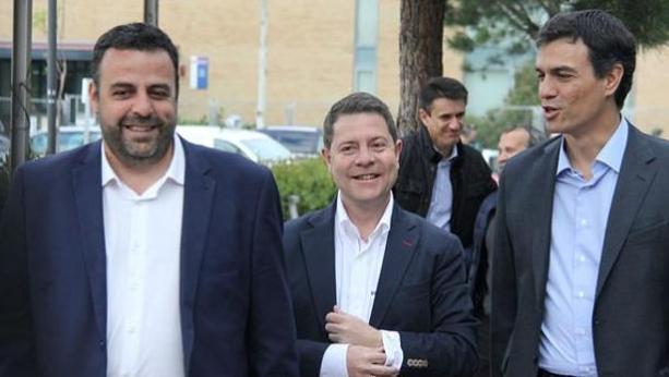 Blanco, junto a Page y Sánchez en una foto de archivo