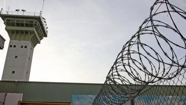 Exterior del centro penitenciario de Dueñas, en Palencia