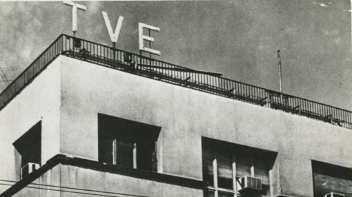 Fachada con el rótulo de TVE de su primera sede