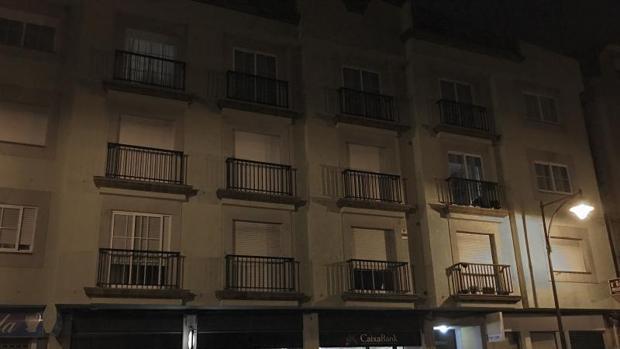 Fachada del edificio donde se detuvo al hombre que presuintamente realizó el disparo