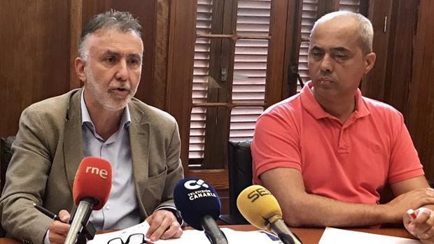 Ángel Víctor Torres y el coordinador del PSOE en Cabildo de Gran Canaria, Ramón Morales
