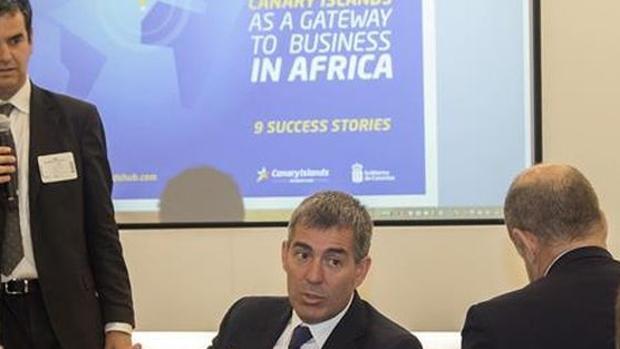 Fernando Clavijo en un encuentro con inversores