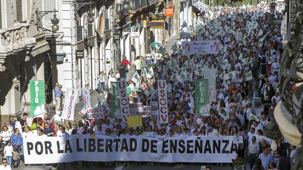 Imagen de la manifestación del pasado mes de junio contra la supresión de conciertos anunciados por la Conselleria de Educación