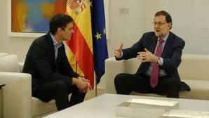Pedro Sánchez y Mariano Rajoy, en un encuentro previo en Moncloa