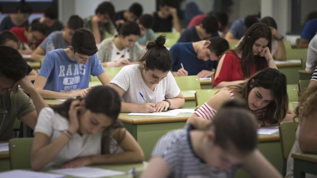 Imagen de archivo de un grupo de universitarios tomada en Valencia