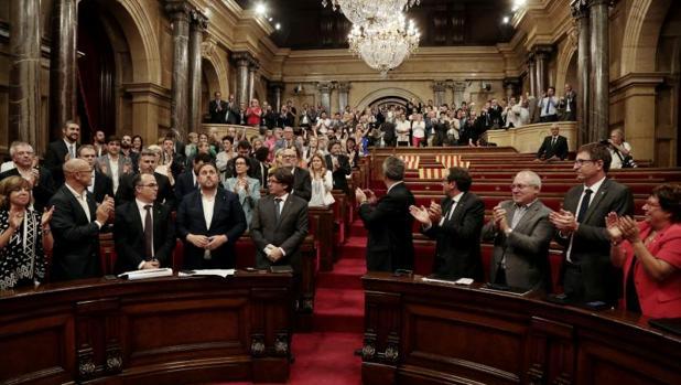 Los diputados independentistas, ayer tras la aprobación de la ley del referéndum
