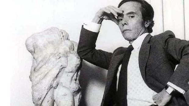 Manuel Pertegaz posando para una fotografía