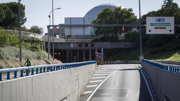 Entrada cerrada al tráfico del túnel de la avenida del Planetario