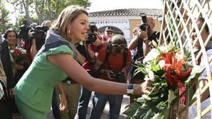 Cospedal ofrece un ramo de flores en ofrenda a la Virgen de los Llanos en la Feria de Albacete (Archivo)