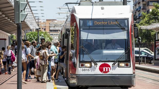 Imagen de archivo de una de las unidades del tranvía del Metro de Valencia