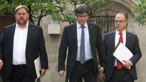 Puigdemont, Junqueras y Turull, hoy, antes de la reunión semanal de la Generalitat