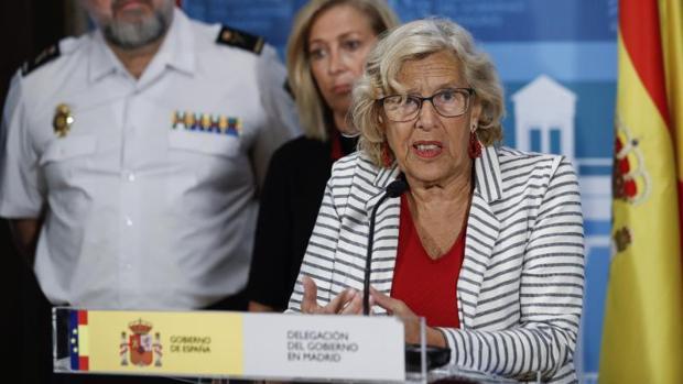 La alcaldesa de Madrid, Manuela Carmena, este martes en la Delegación del Gobierno
