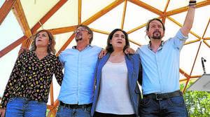 Pablo Iglesias(derecha), junto a Ada Colau, Xavier Domènech y Elisenda Alamany en Santa Coloma de Gramanet