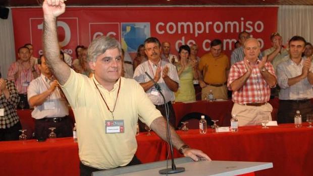 José M. Perez toma el control del PSOE en 2004, primero por derecha Ángel Víctor Torres, su sustituto en 2017