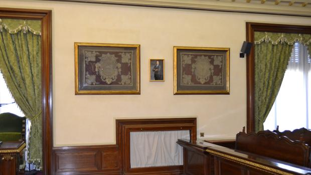 Retrato del Rey situado en el salón de plenos del Ayuntamiento de Pamplona