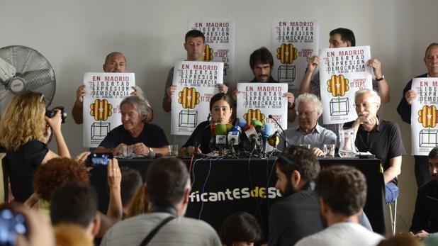 Los portavoces de «Madrid por el derecho a decidir», esta mañana durante la rueda de prensa