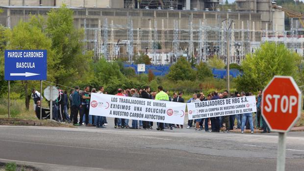 Casi un centenar de trabajadores de las empresas mineras Uminsa e Hijos de Baldomero García