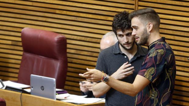 Imagen de los diputados Antonio Estañ (Podem) y Fran Ferri (Compromís) en el Debate
