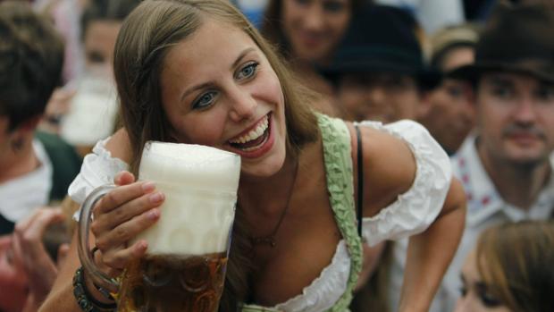 Una camarera de la Oktoberfest en una imagen de archivo