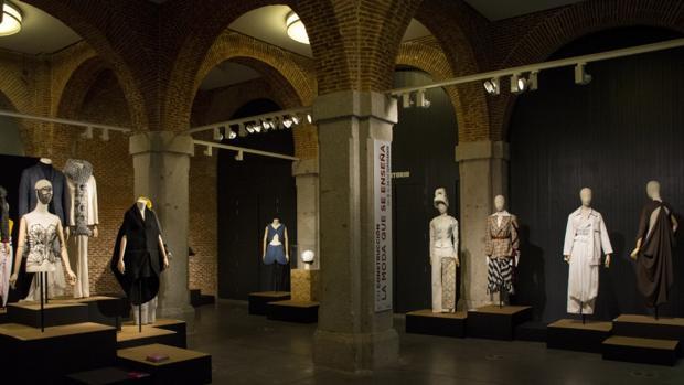 Varias piezas de la exposición «En construcción. La moda que se enseña»