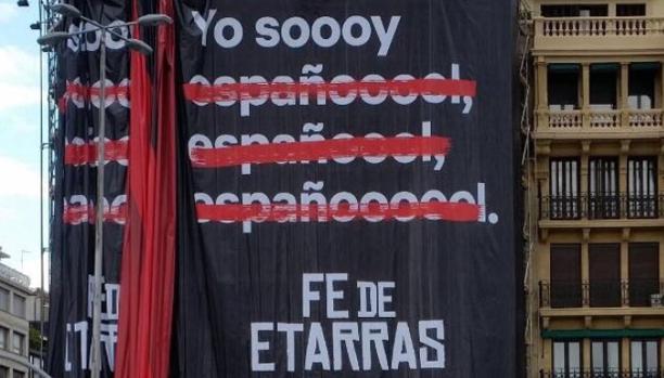 La pancarta con el anuncio de «Fe de etarras» en San Sebastián