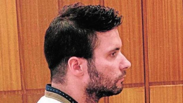 El agente acusado, durante el juicio
