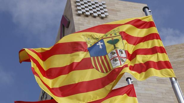 En Aragón conviven 731 ayuntamientos, 32 gobiernos comarcales, tres diputaciones y el Gobierno regional