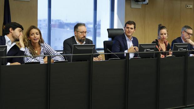 Rivera pide equiparar los salarios de Policía y Guardia Civil con los Mossos para apoyar las cuentas de 2018
