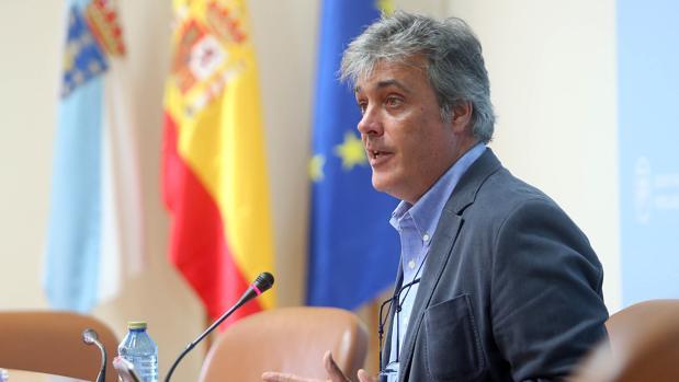 El portavoz parlamentario de los populares, Pedro Puy, durante una rueda de prensa