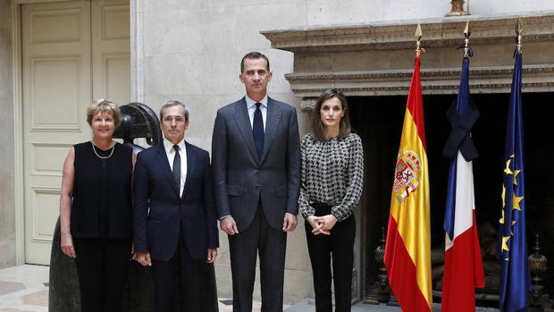 El embajador francés en España, Saint-Geours junto a S.M. los Reyes de España
