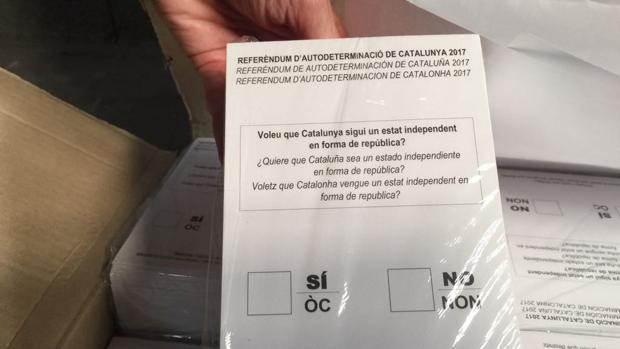 Papeletas que la Guardia Civil se ha incautado para votar en el referéndum del 1 de octubre