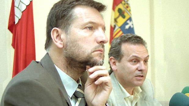 El poder dividido entre Marcelino Iglesias e Isidoro Esteban acabó en una desgastadora lucha interna en el PSOE aragonés entre 1998 y 2000